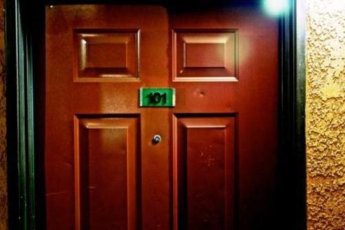 20131105002711-sage_behindcloseddoors-lowres