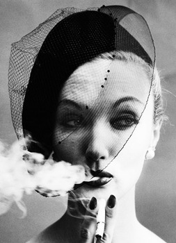 20131206094341-smoke_and_veil_paris_1958_c_william_klein