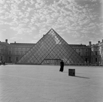 20140106023314-weems_the_louvre