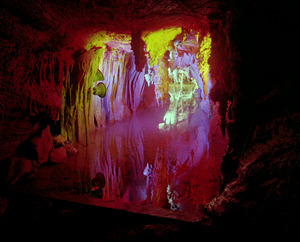 20140207024337-13_show_caves