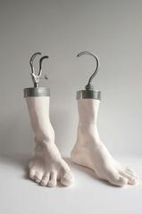 Feet_hooks_olding