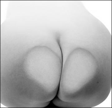 20140328045154-2014-04richmanbuttocks