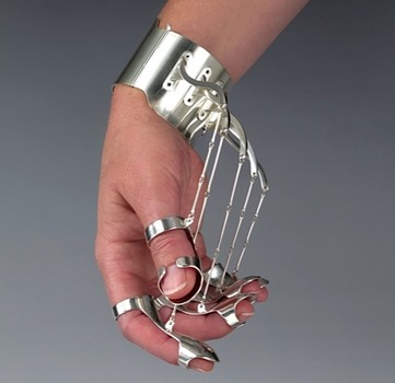 20140424164401-ornamental_hands_2_cropped