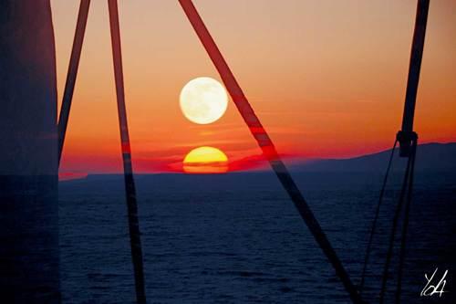 20140801023428-sun_moon
