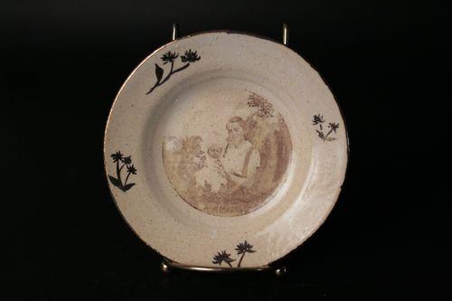 20140815180004-plate_lillianbarb_goldleaf