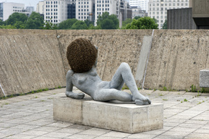20140902140614-pierre_huyghe_liegender_frauenakt__untilled_2011-2012___2012_installation_view__the_human_factor__hayward_gallery_2014__photo_linda_nylind
