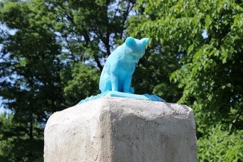 20140924054539-cat_monument2-800x533