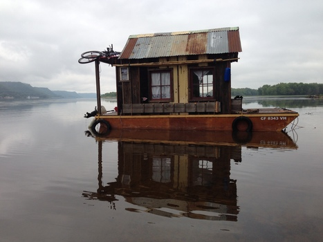 20141104230016-secret_history_shantyboat_near_lake_pepin_3