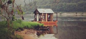 20141104230650-secret_history_shantyboat_near_lake_pepin_2_pano