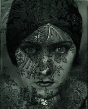 20141110133331-01__edward_steichen_l_actress_gloria_swanson__1924