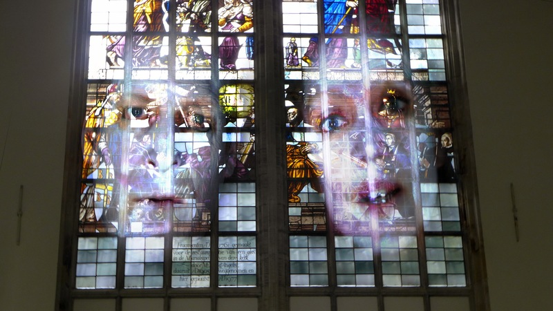 20141130023316-__tony_oursler_in_the_oude_kerk_2014