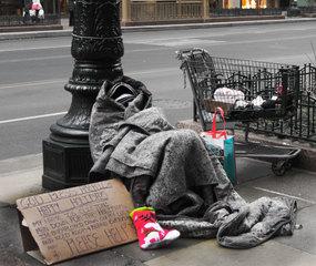 20141211123734-c-drew-5th-anniv-homelesscuxwb