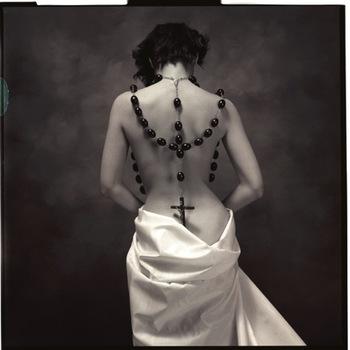 20141216212107-000_denuto-ellen_womanwithlargecrucifix