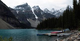 20150109185339-moraine_lake_canoes
