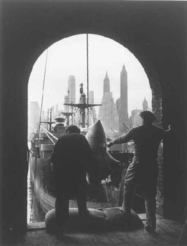 20150223162434-feininger_andreas_unloading_coffee_brooklyn_dock_1946