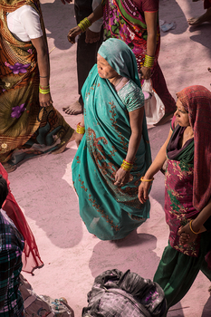 20150223225247-wagner_andre_india_women1