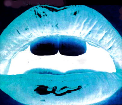 20150325030745-lips_invrt