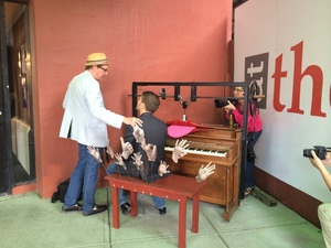 20150430174458-singing_piano_002