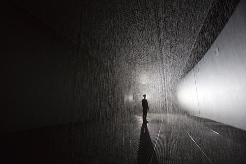 20150714170426-rain_room_