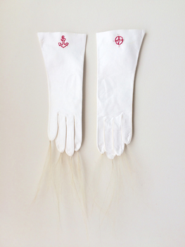 20150723162945-whitesensorygloves