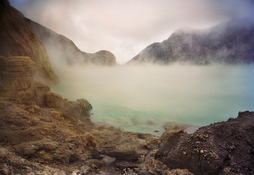20150801233008-crater_lake__kawa_ijen_150