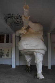 20150819113856-fat_man_big_gun___15x7x6ft__styrofoam__iron_armature_