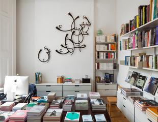 20150820122301-bookshop