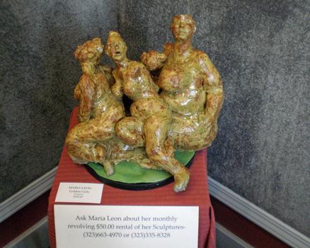 20150824063723-marialeongoldengirlssculpture250