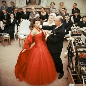 20150826205454-shaw_red_dress_2
