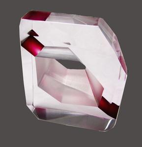 20150908005122-rose-in-glass-1