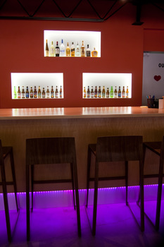 20150928192423-white-art-studio_baan-thai-back-bar_med_1920_2015