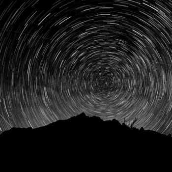 Star_tracks_over_monument_ridge