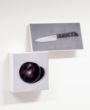20151008144751-a_knife_and_a_black_fruit
