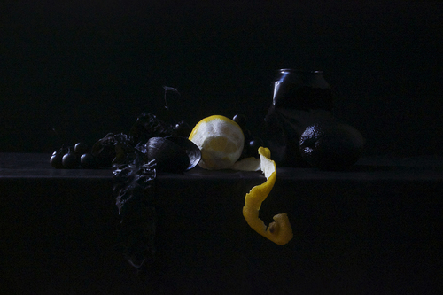 20151015184727-golacki_still_life_in_black_and_yellow