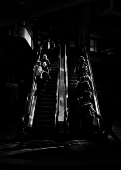 20160124123722-escalator_no_1_eatons_centre_toronto_canada_5x7