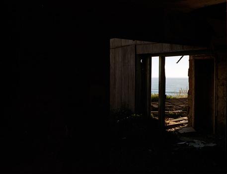 20160210173254-6-jason-engelund-house-of-perception-untitled-hallway