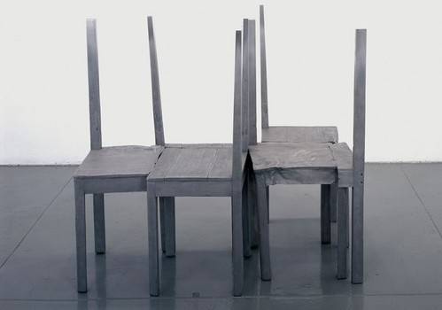 20160220151100-doris_salcedo_untitled_2004_lo