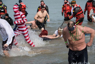 20160408132438-s_o_stpat_polarplunge_photo_nancy_bechtol_apaphotojournalist8978