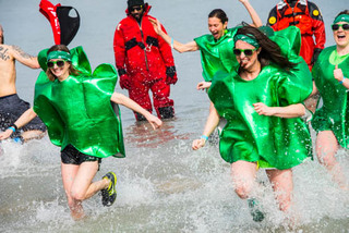 20160408134113-s-o_allgreen_polarplunge_photo_nancy_bechtol_apaphotojournalist8665