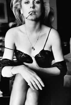 20160604153556-catherine_deneuve_esquire_paris_1976_c_helmut_newton_estatelr