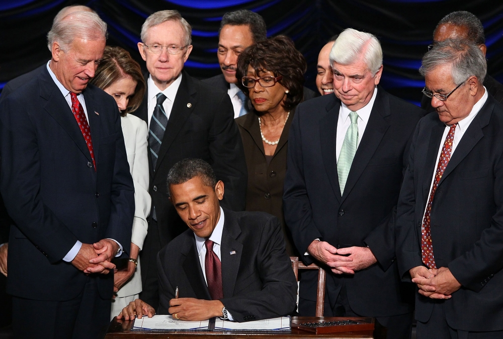 U.S. President Barack Obama signs the Dodd-Frank Wall Street Reform and Consumer Protection Act at the Ronald Reagan Building in Washington, D.C., Wednesday, July 21, 2010.