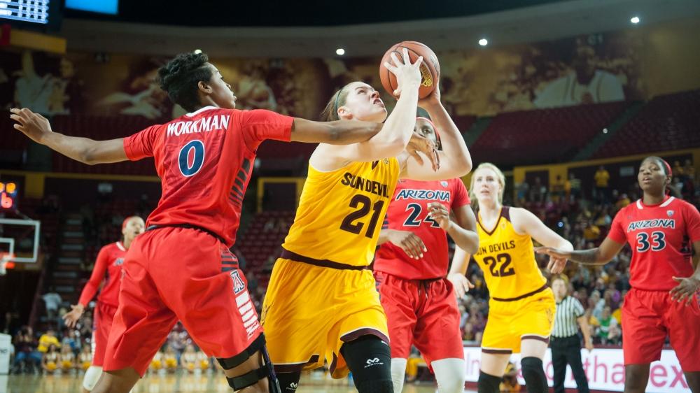 31409__20160122_womens_basketball_vs_ua_0427_moffat1f