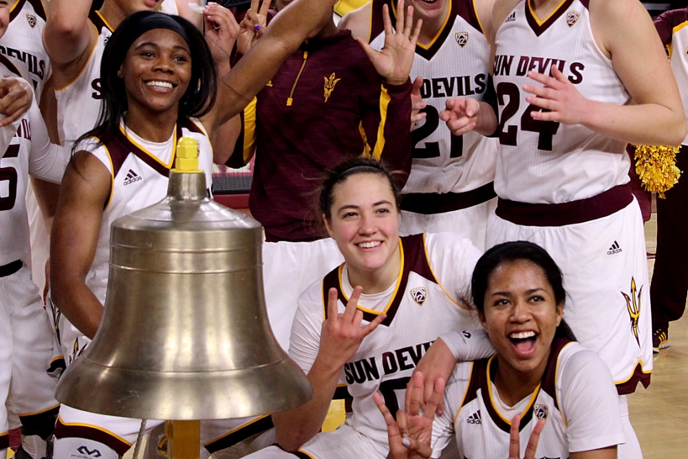 31552_womens_basketball_celebrationf