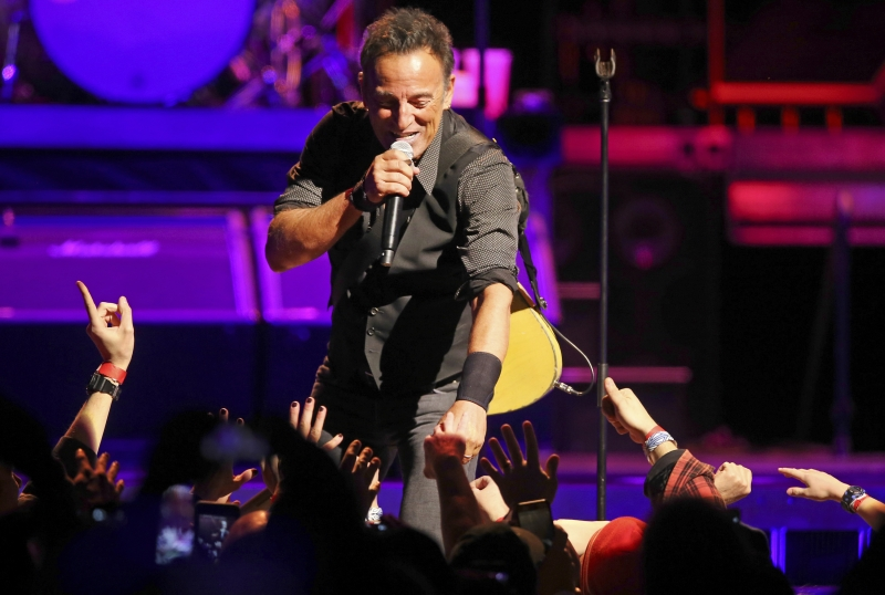 Concert review: Springsteen dives into deep end of