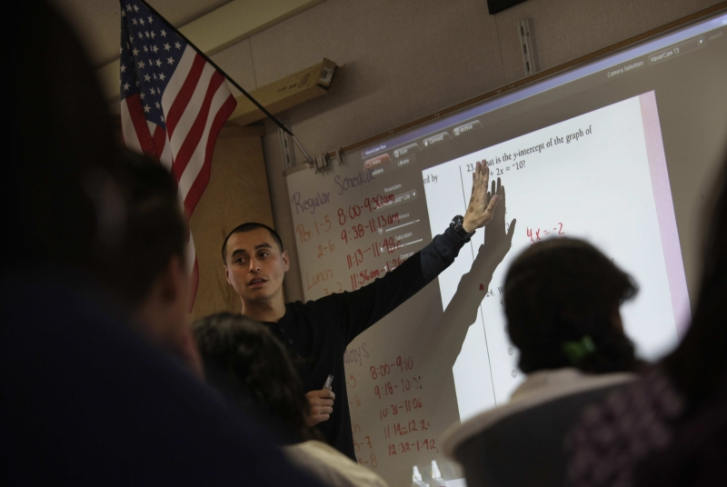 Bilingual classes to push Latinos to college