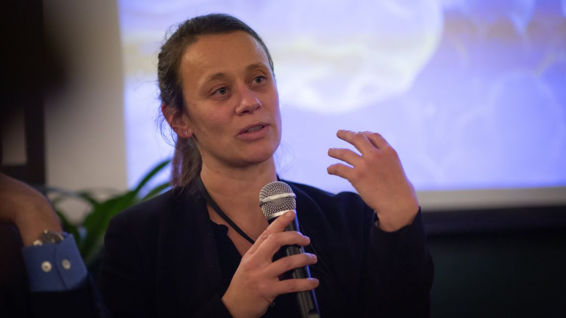Coralie Chevallier discusses the future of neuroscience at a recent Boma France Salon in Paris.