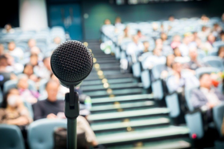 How to Become a Motivational Speaker in 4 Steps