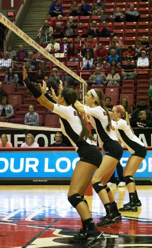 WOMEN'S VOLLEYBALL: Ball State defeats Western Michigan in 5 sets