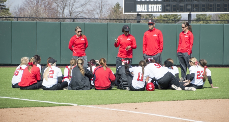 Softball prepares for tough 2016 schedule