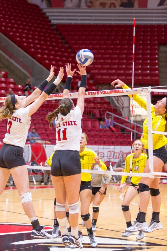Volleyball extends four game win streak after defeating Valparaiso